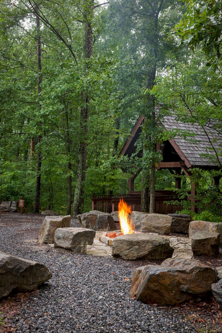 30+ Exciting Backyard Fire Pit Landscaping Ideas on A ...